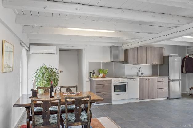 Studio/lägenhet: kök och matplats.