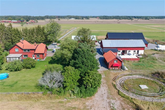 Fin hästgård om ca 12 hektar