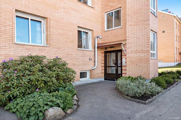 Lägenheten är belägen på första plan.