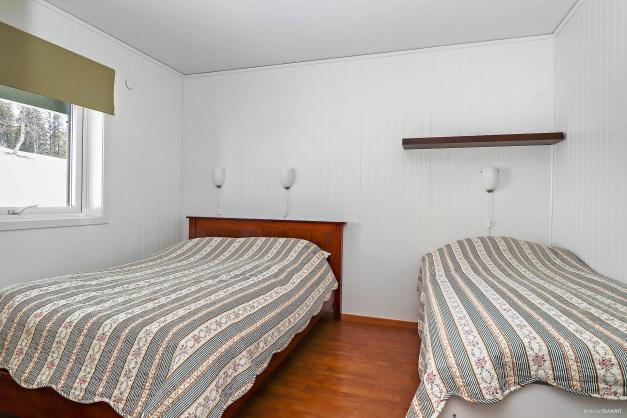 Det stora sovrummet direkt till vänster när man kommer in.