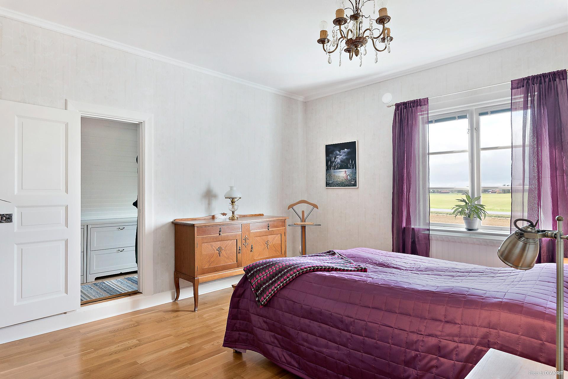 Ytterligare ett fint sovrum - även detta med stor klädkammare.