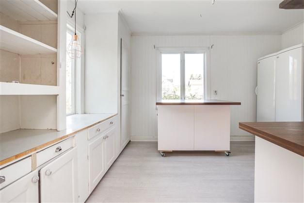 Kök, delvis renoverat.