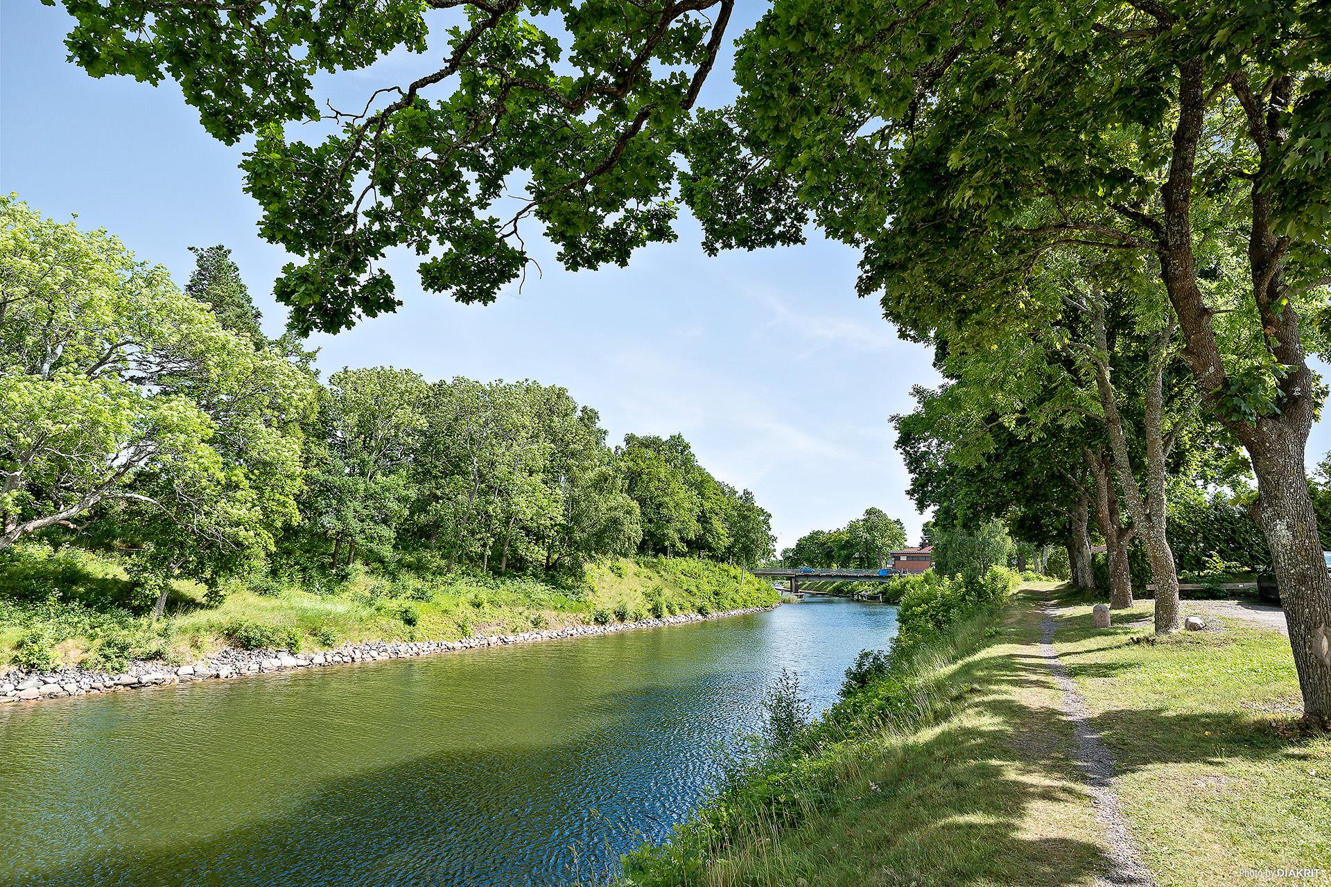 Vackra promenadstråk längs kanalen