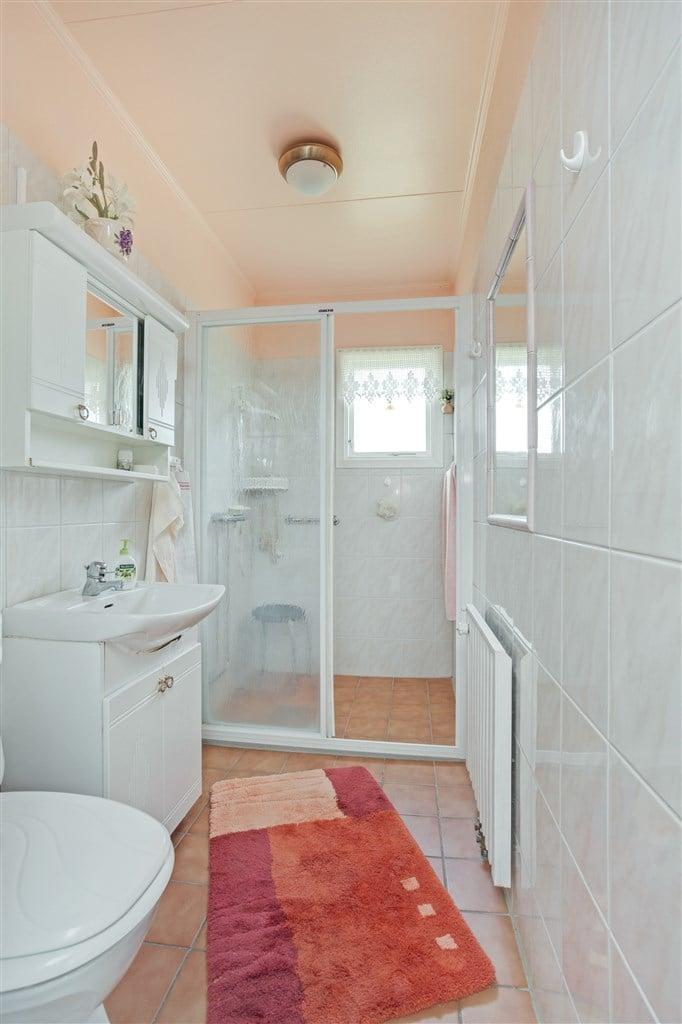 Kaklad dusch/wc renoverad ca 2006.