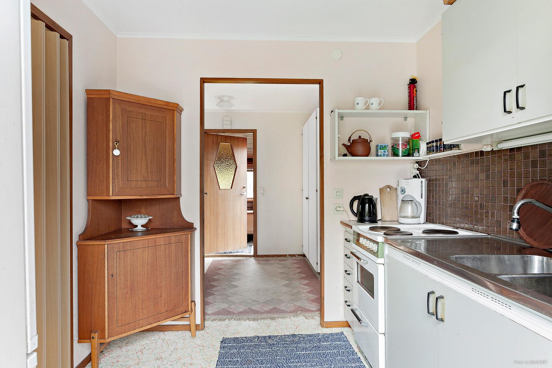 Köket mot hallen och entrén