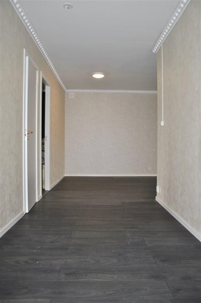 Välkommen in i denna nyrenoverade lägenhet!