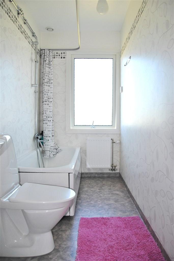 Badrummet totalrenoverat för ca 6 år sedan.