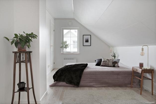 Sovrum med walk in closet övre plan