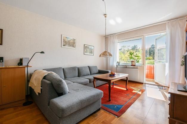 Ljust, rymligt och lättmöblerat vardagsrum