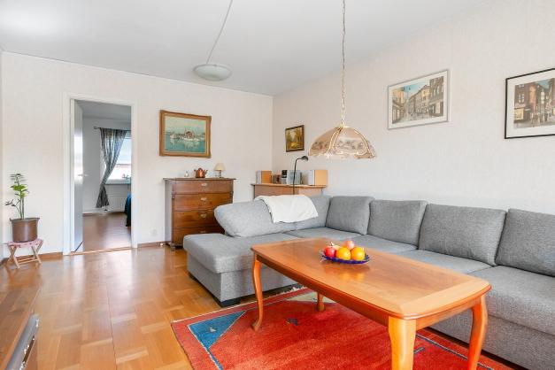 Vardagsrummet inåt lägenheten