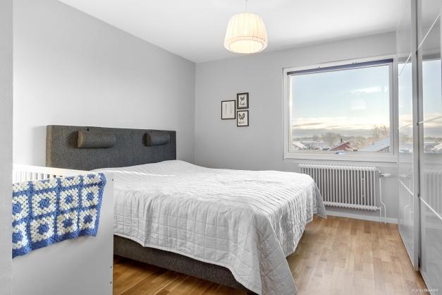 Rymligt sovrum med riktigt bra förvaring!