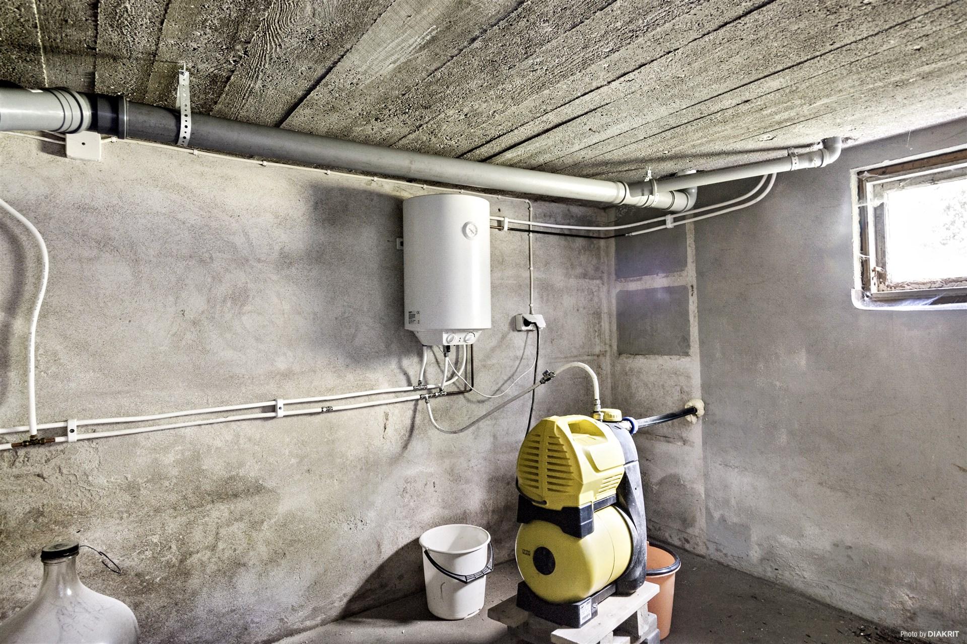 Vattenpump och varmvattenberedare