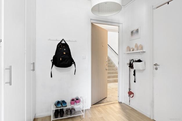 Entréhall med avhängning och garderober