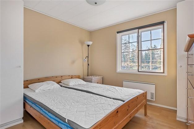 Sovrummet med plats för dubbelsäng