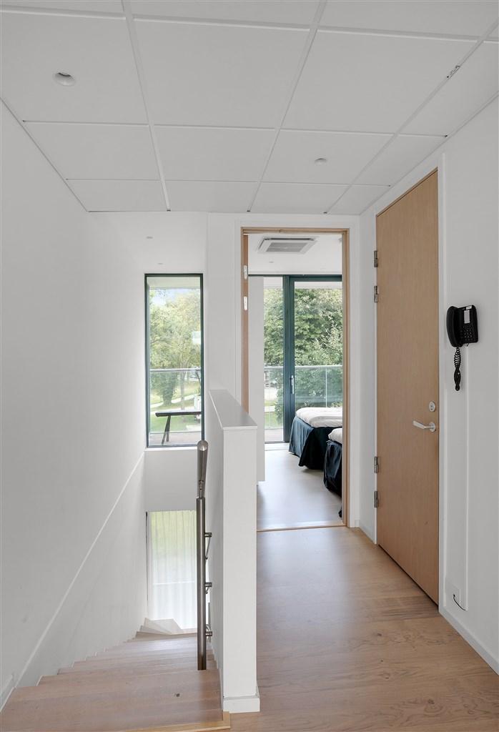 Hall mot sovrum på våningsplan 2