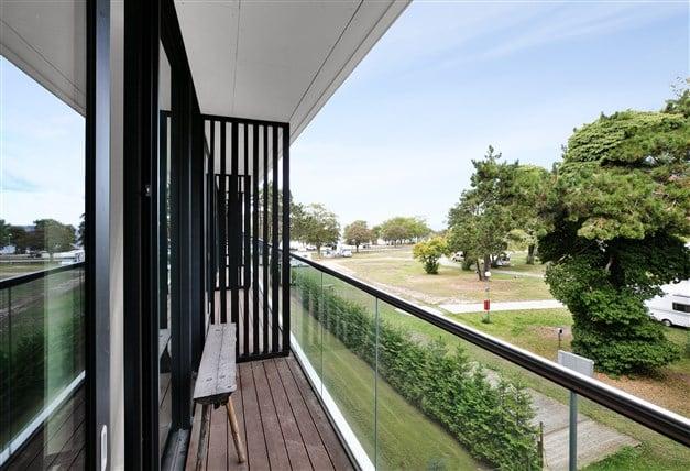 Balkong utanför sovrum på våningsplan 2
