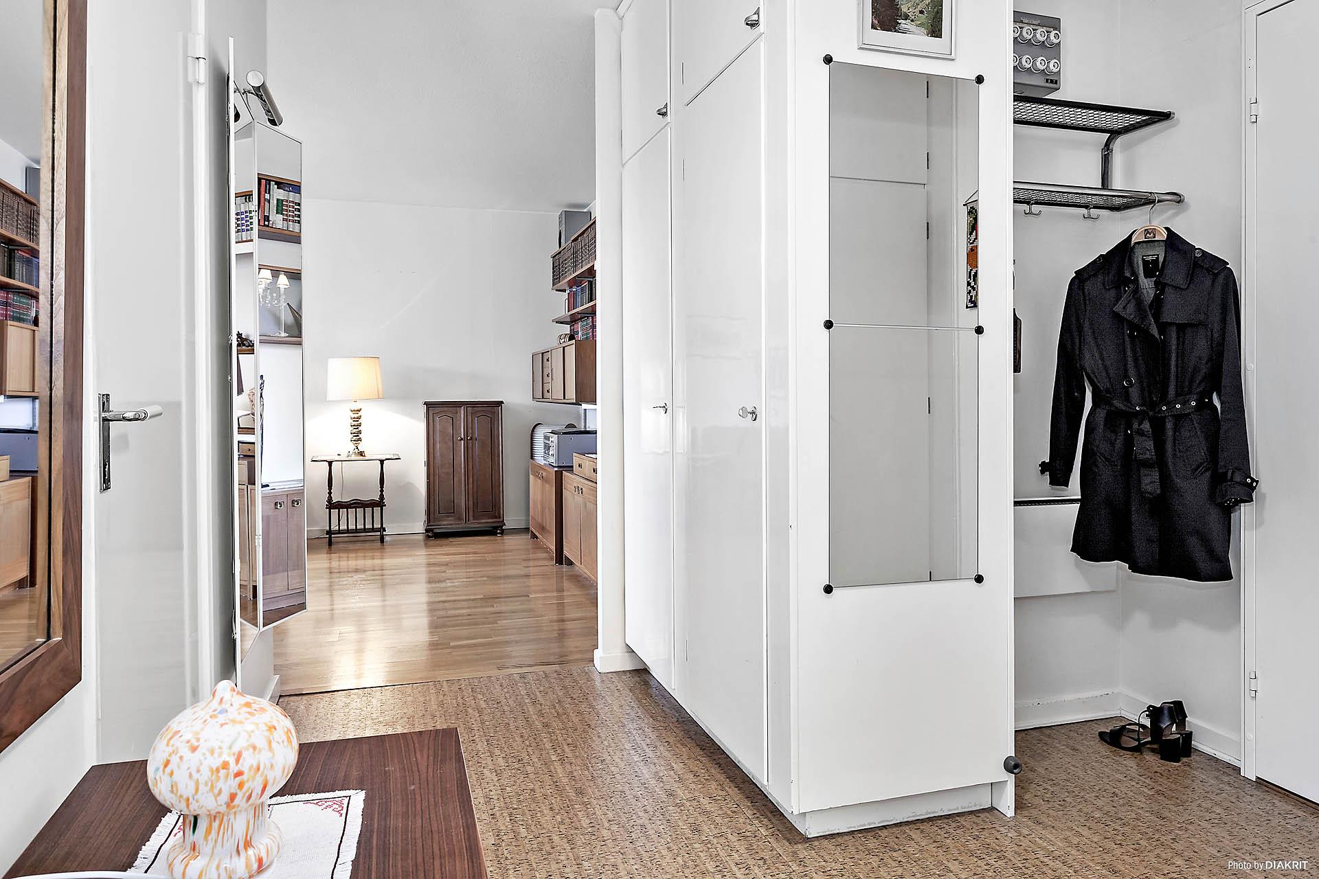 Hall med flertalet garderober