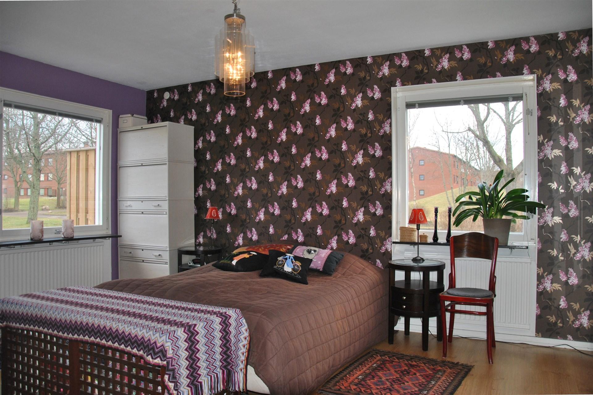 Rymliga sovrum 2 (tidigare vardagsrum) med utgång till möjlig uteplats