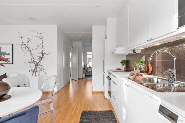 Köket ligger i öppen och social planlösning till vardagsrummet.