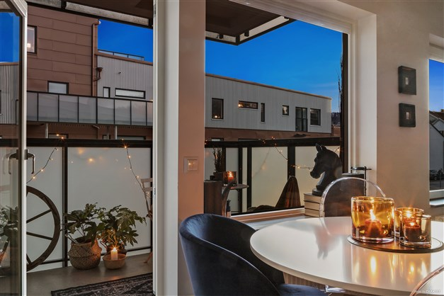Från köket har man utgång till den fantastiska balkongen.