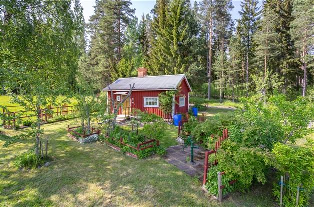 Charmigt torpställe på arrende med fantastisk trädgård och cykelavstånd in till Lindesberg.