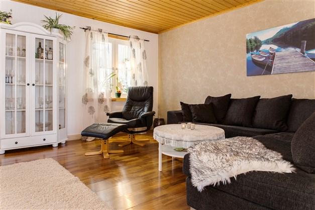 Vardagsrum med plats för rejäl soffa