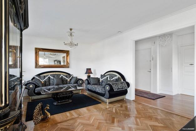 Vardagsrum/möjligt sovrum entréplan