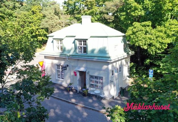 Mäklarhuset i Långbroparken