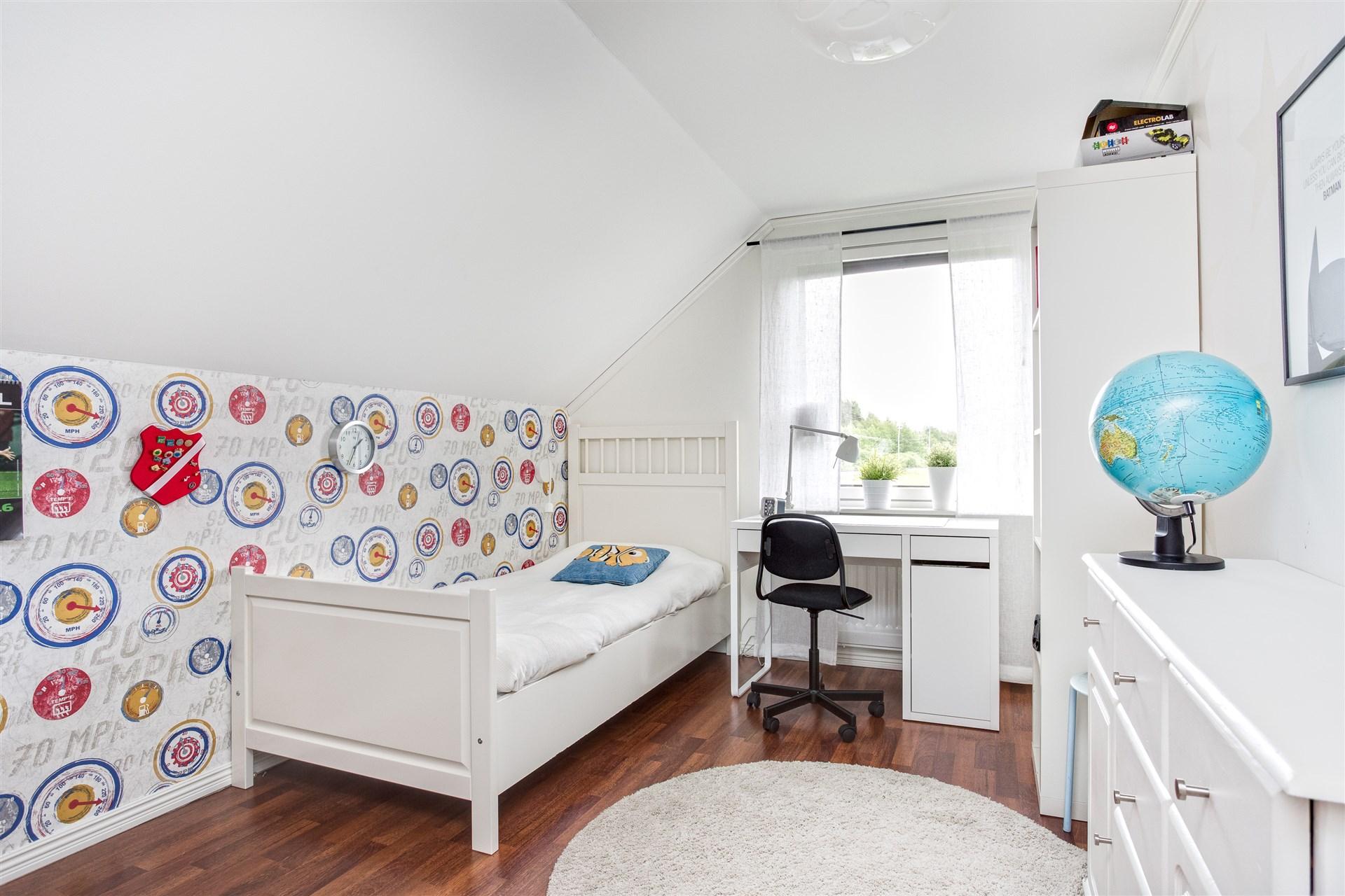 Sovrum 5 renoverat 2017 med 1 garderob.