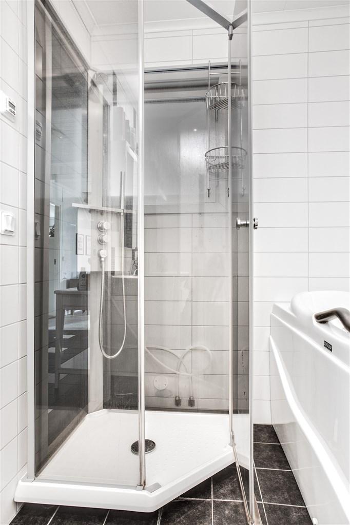 Duschkabinen i badrummet.