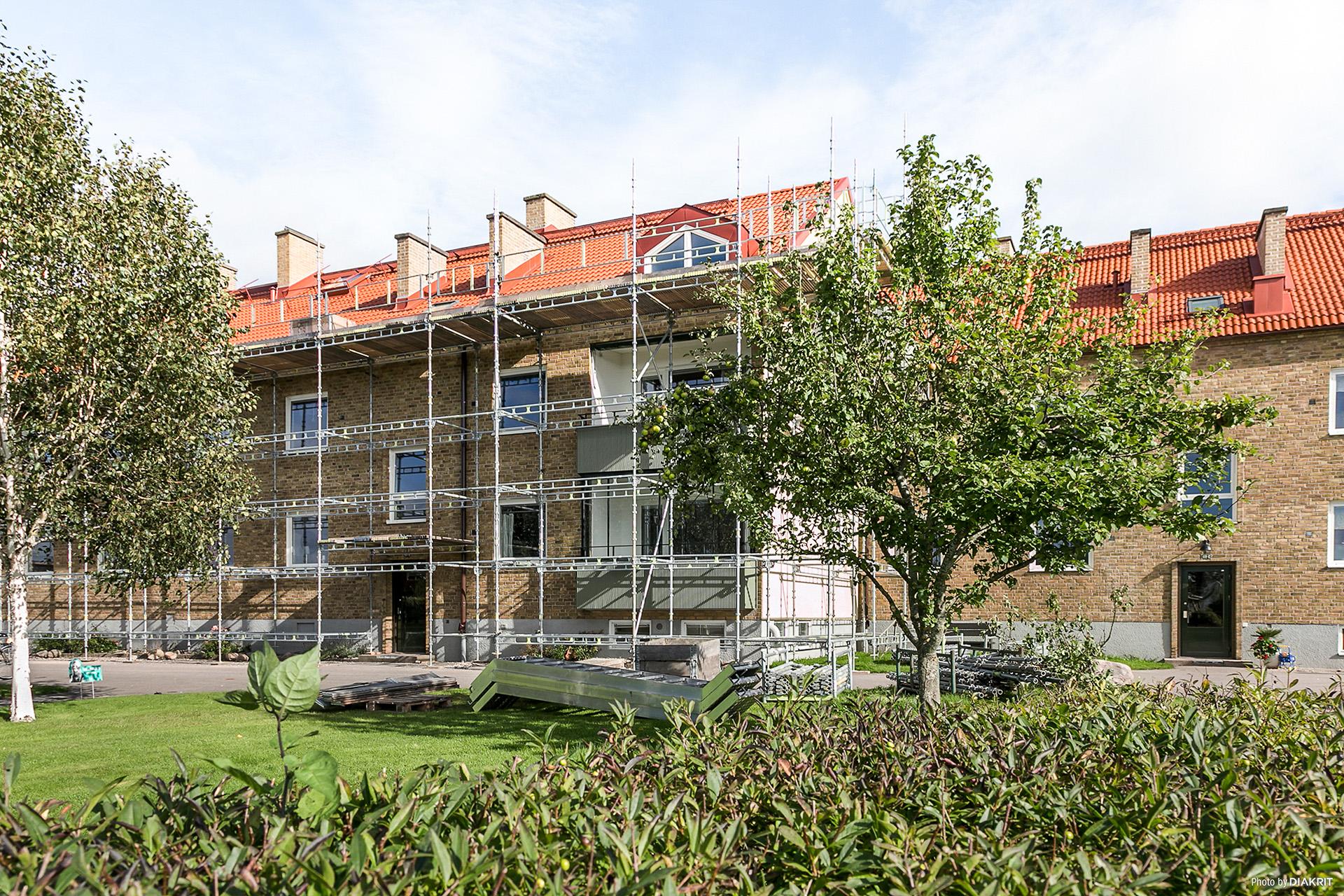 Föreningen har precis lagt om taket och byggställningarna är på väg ner