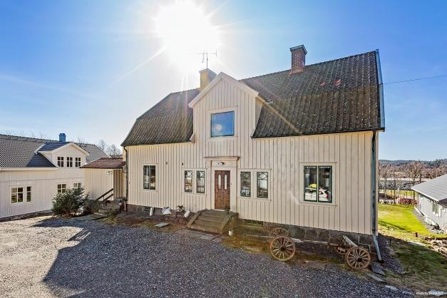 20-TALS CHARM - Fantastiskt pampig villa belägen i centrala Lindome