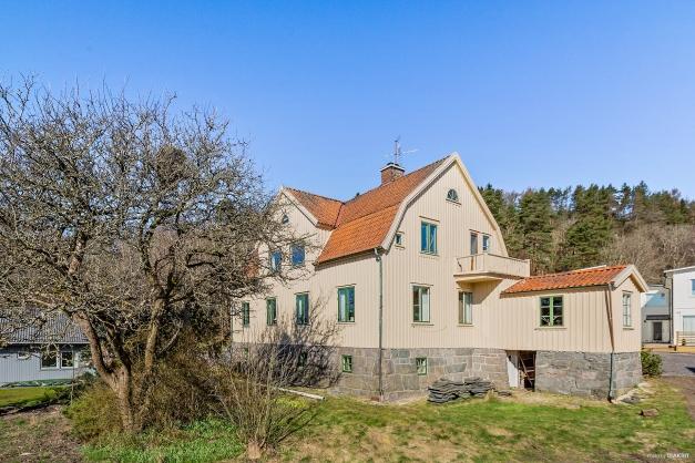 SAGBROVÄGEN 36 - Huset från trädgårdssidan