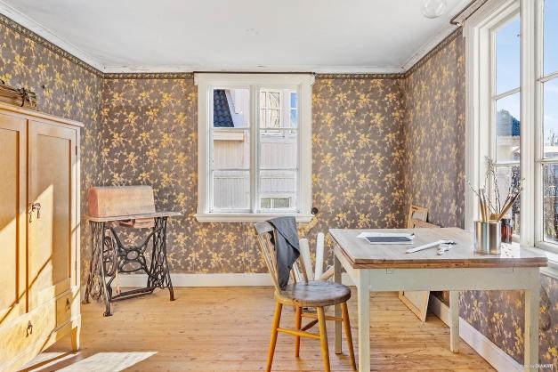 DRÄNGKAMMARE - Mysigt rum som byggts till huset efteråt