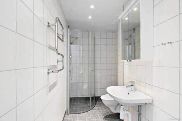 Stambytt badrum, förberett för tvättmaskin