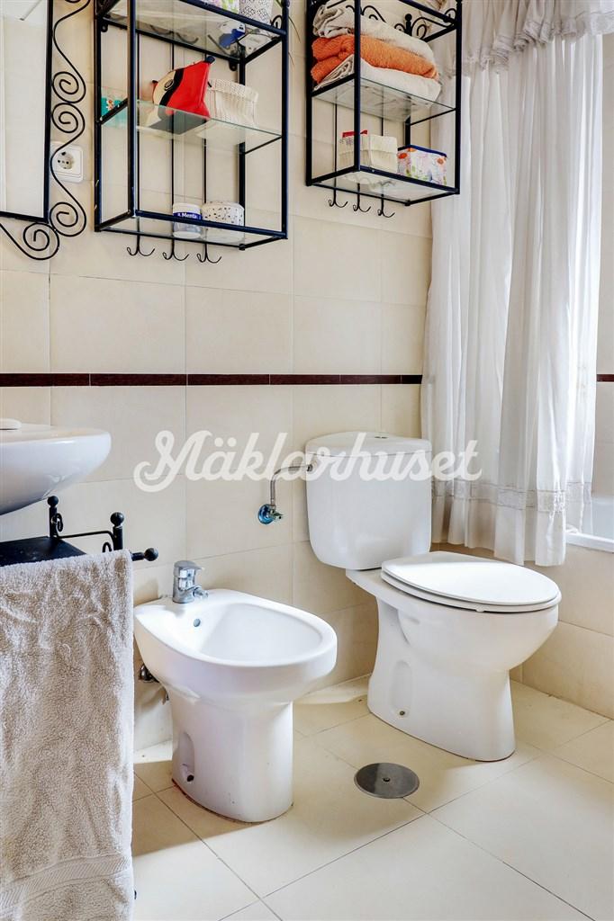 Ljust badrum i entréplan