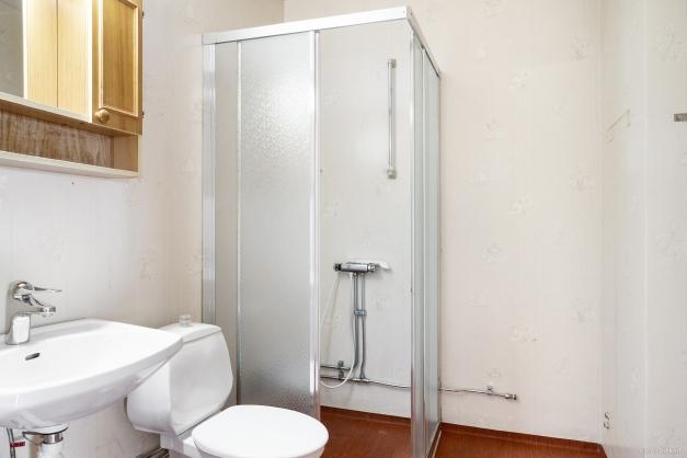 Badrum med plats för tvättmaskin
