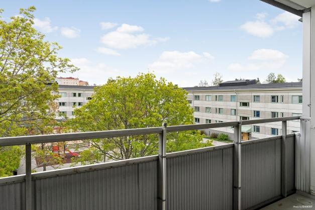 Grönskande utsikt från balkongen