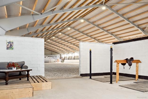 Uppbindningsplats / spolplats för två hästar