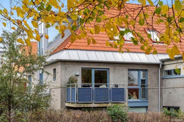 Lägenhetens balkong mot norr