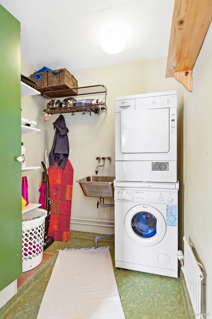 Praktisk tvättstuga.