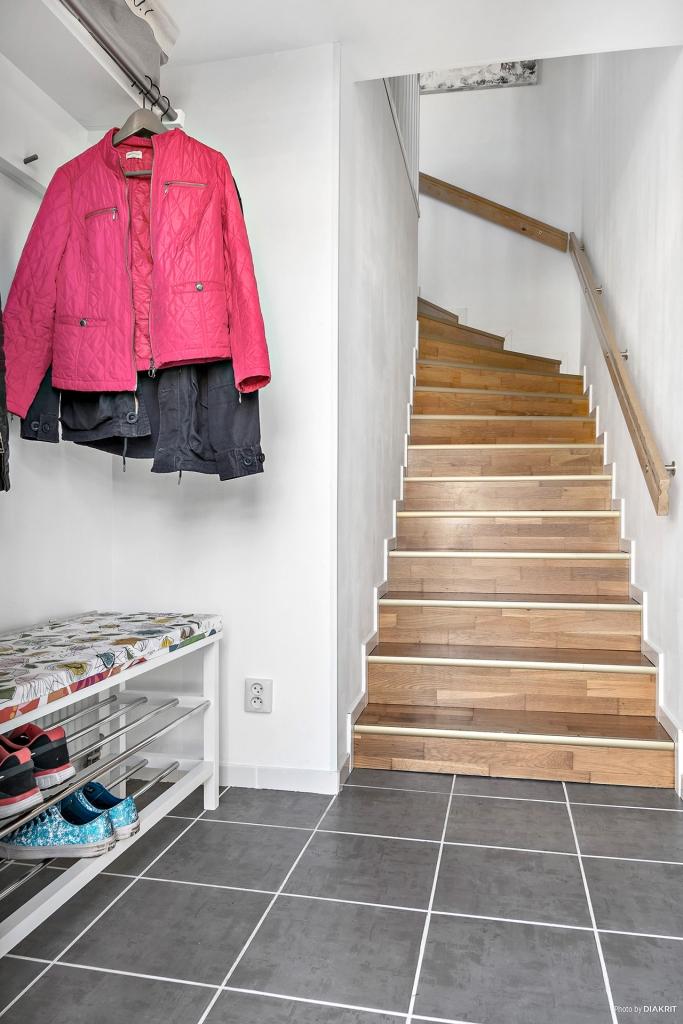 Trappan från entrén till lägenheten