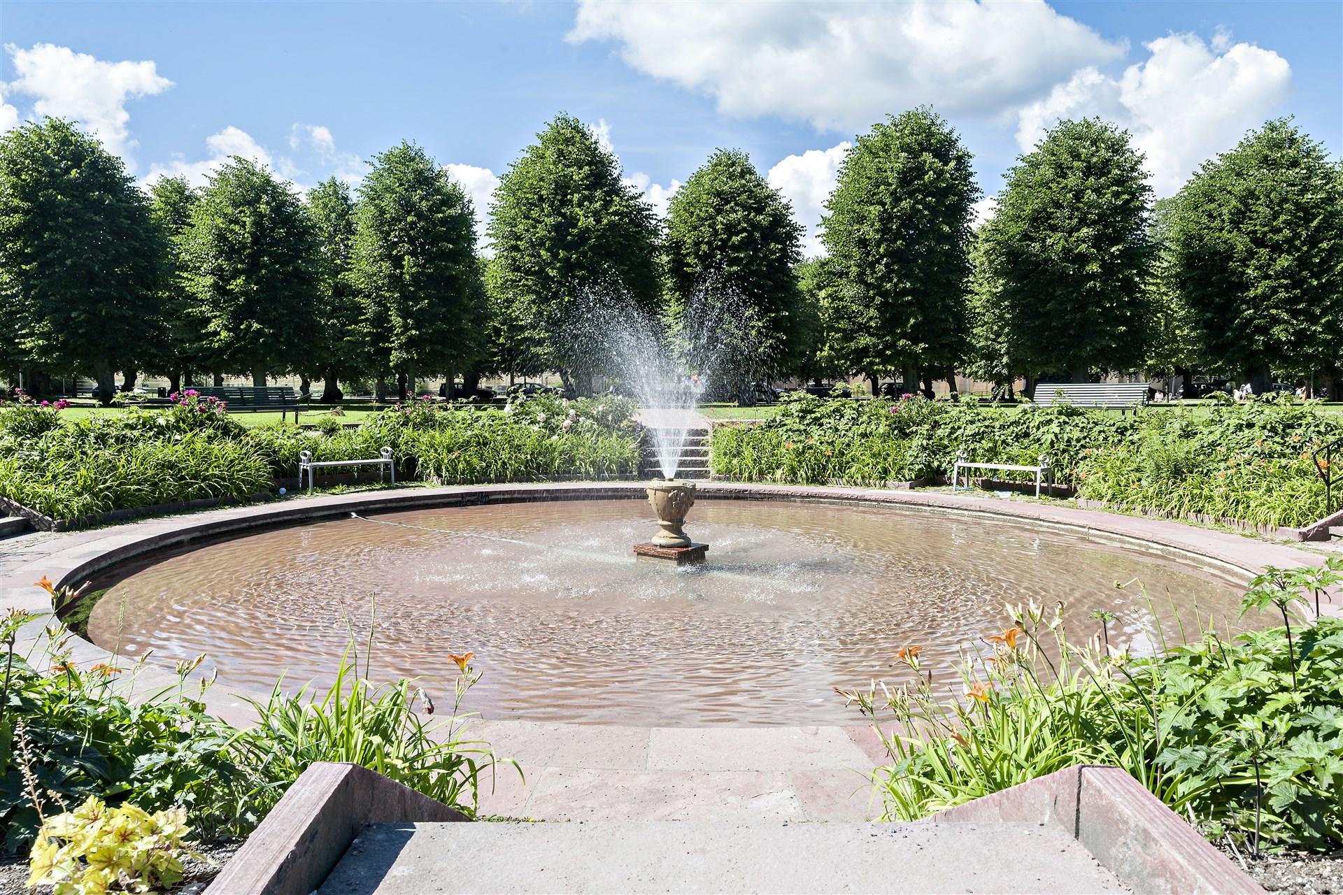 Vackra Örby-slottspark i närheten