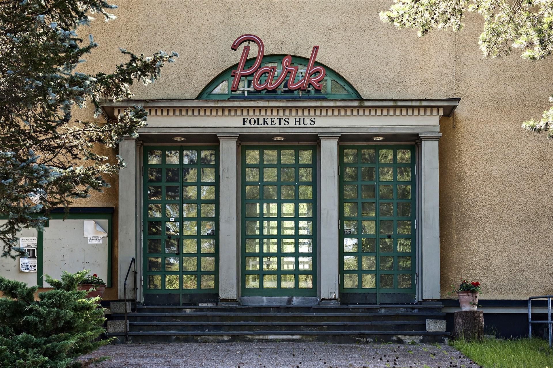 """Den f.d. biografen """"Park"""" och Folkets hus"""