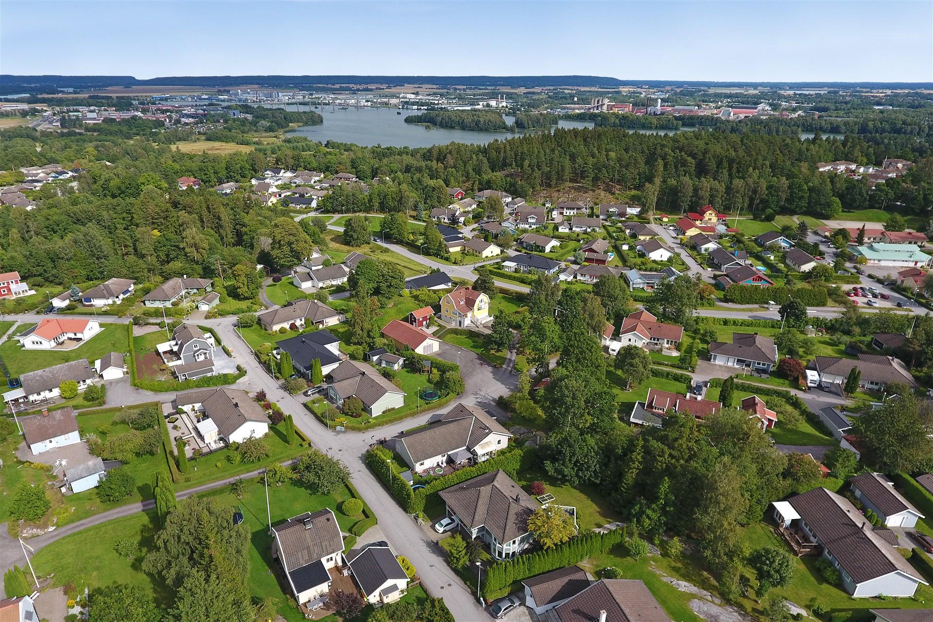 Vy mot Överby, Göta älv och Stallbackabron