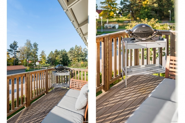 Rymlig balkong där både grill och möblemang ryms.
