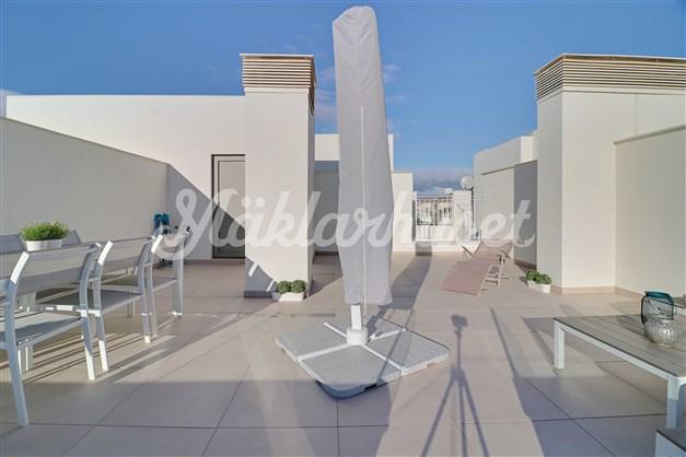 Terrass med förrådsutrymme