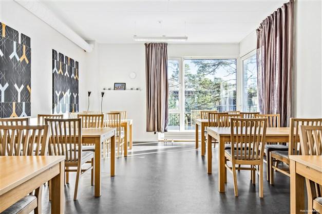 Gemensamhetslokal (som nu även har en spiraltrappa upp till övernattningsrummet)