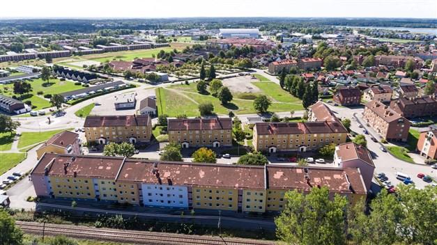 """Områdesbild med bland annat sportcentrum och """"nya"""" arenan i bakgrunden"""