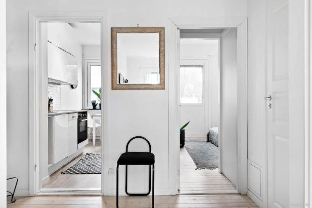 Öppning från hall mot kök och sovrum